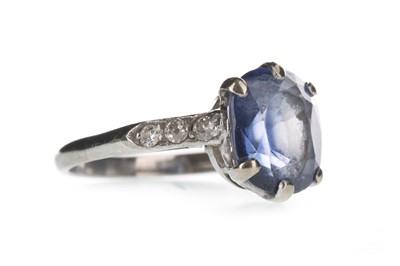 Lot 1343 - A BLUE GEM SET AND DIAMOND RING