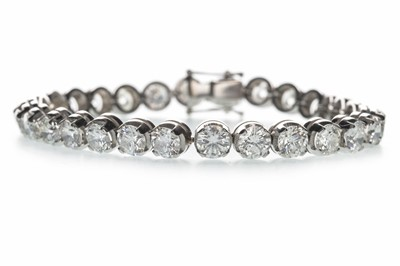 Lot 1350 - A DIAMOND TENNIS BRACELET