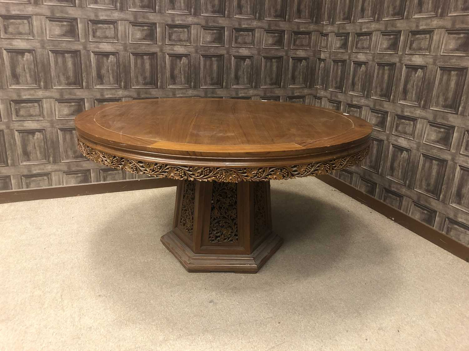 Lot 829 - A 20TH CENTURY CHINESE CIRCULAR TABLE AND EIGHT CHAIRS