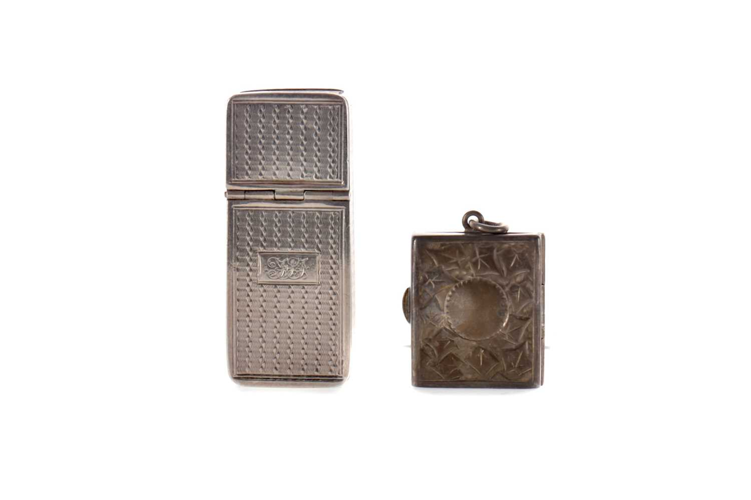 Lot 433 - A VICTORIAN SILVER PILL BOX AND A SILVER STAMP BOX