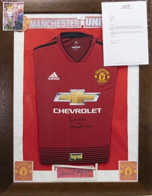 Lot 1752 - A SIGNED MANCHESTER UNITED FOOTBALL CLUB JERSEY