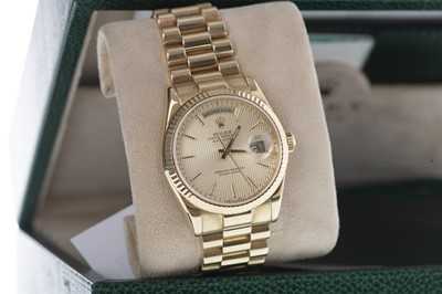 Lot 742 - A GENTLEMAN'S ROLEX OYSTER PERPETUAL DAY DATE EIGHTEEN CARAT GOLD AUTOMATIC WRIST WATCH