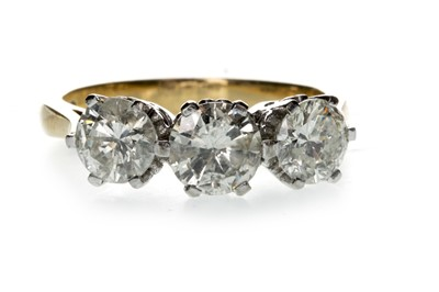 Lot 1313 - A DIAMOND THREE STONE RING