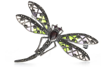 Lot 1311 - A PLIQUE A JOUR DAMSELFLY BROOCH