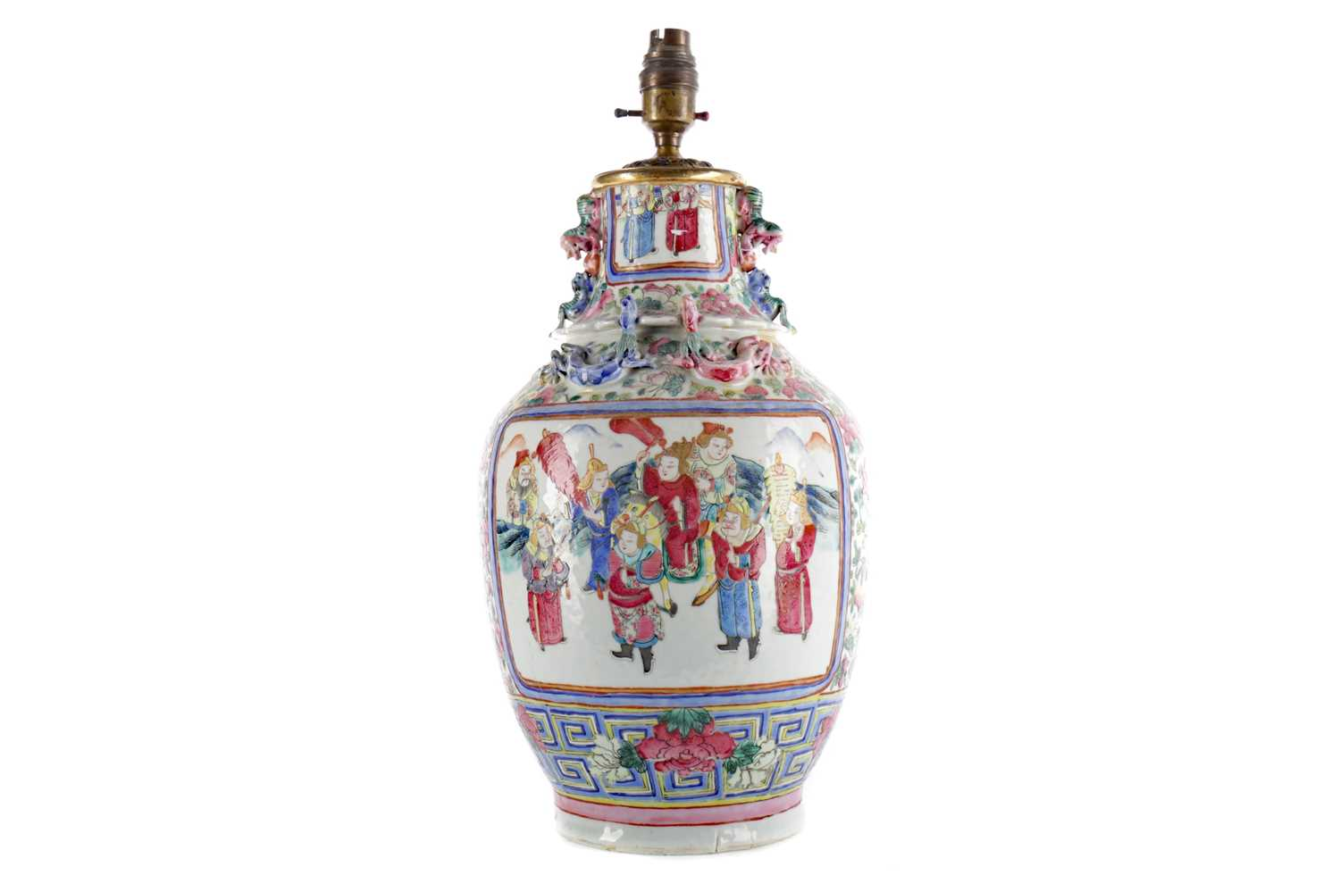 Lot 773 - AN EARLY 20TH CENTURY CHINESE FAMILLE ROSE VASE CONVERTED TO A LAMP