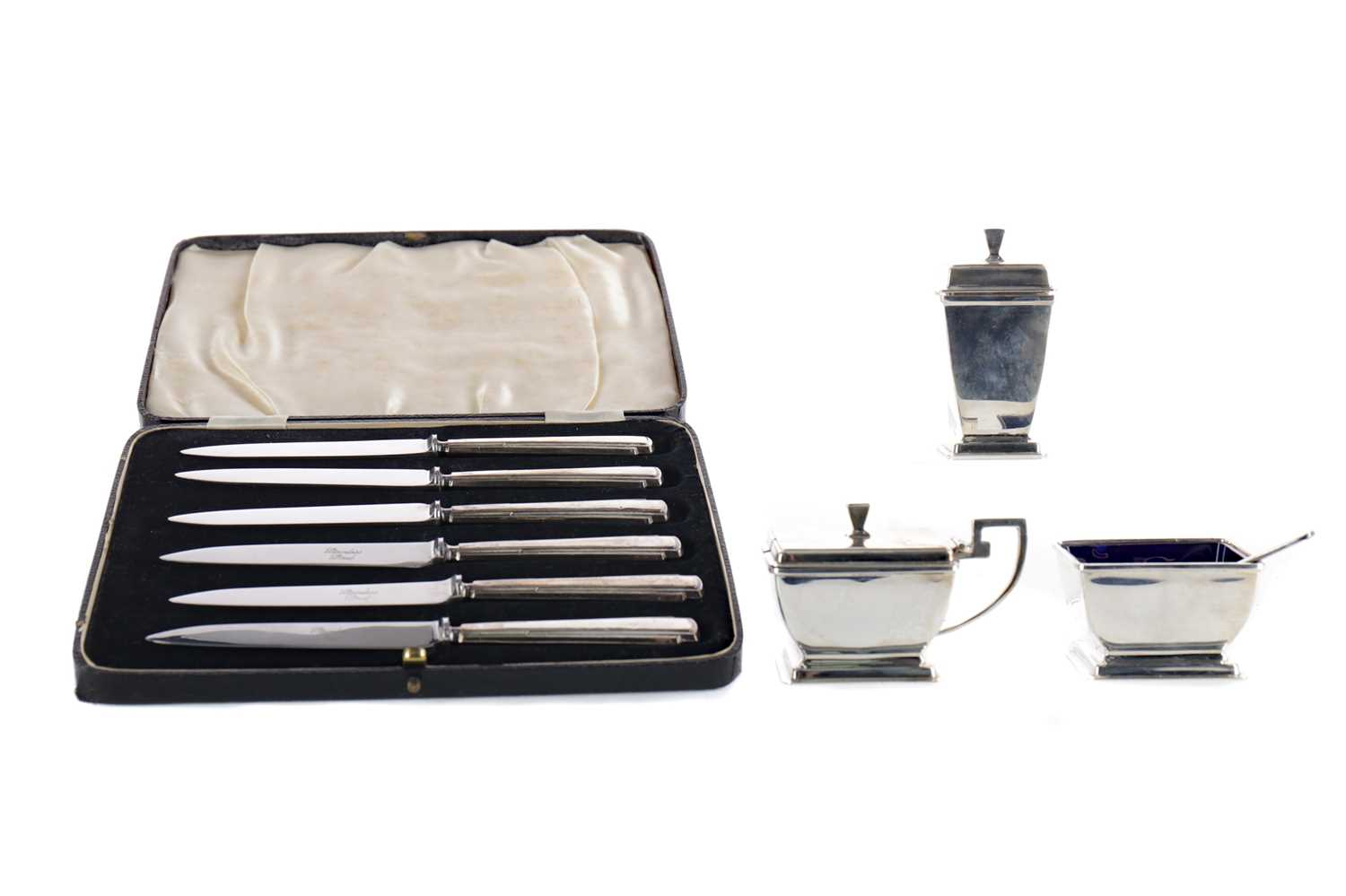 Lot 450 - AN ART DECO SILVER CRUET SET AND SIX SILVER KINVES IN FITTED CASE