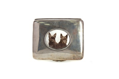 Lot 440 - A SILVER CIGARETTE BOX