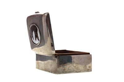 Lot 440 - A SILVER CIGARETTE BOX