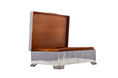 Lot 486 - A SILVER CIGARETTE BOX