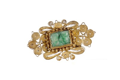 Lot 824 - A CHINESE JADE SET BROOCH