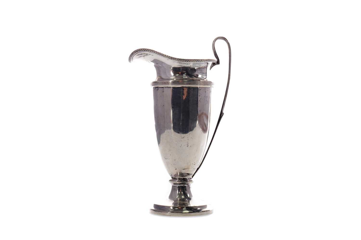 Lot 463 - A SILVER CREAM JUG