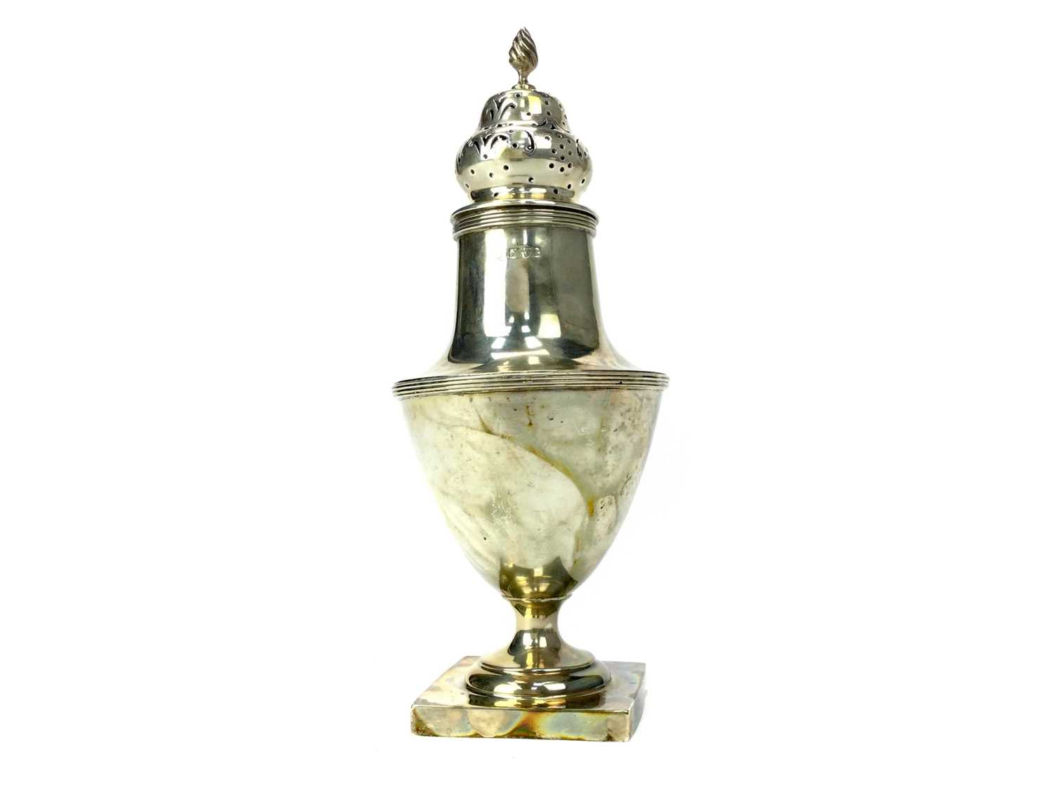 Lot 471 - AN EDWARDIAN SILVER SUGAR CASTER