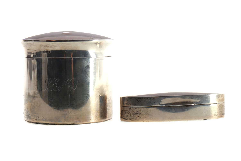 Lot 473 - A GEORGE V SILVER LIDDED JAR AND A LIDDED BOX