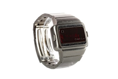 Lot 928 - A GENTLEMAN'S OMEGA TIME COMPUTER STAINLESS STEEL WRIST WATCH