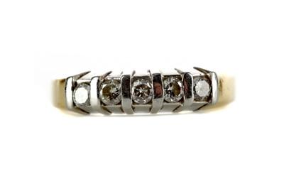 Lot 301 - A DIAMOND FIVE STONE RING