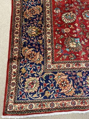 Lot 1383 - A MID 20TH CENTURY HAND KNOTTED PERSIAN CARPET