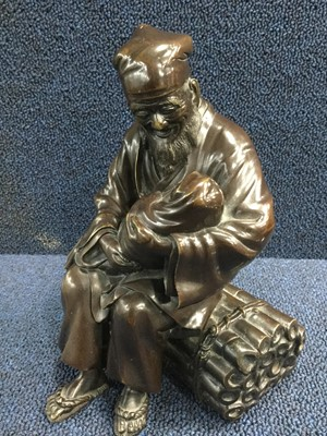 Lot 705 - A LATE 19TH/EARLY 20TH CENTURY JAPANESE BRONZE FIGURE OF AN ELDERLY MAN AND CHILD