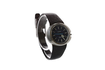 Lot 930 - A LADY'S OMEGA DYNAMIC STAINLESS STEEL AUTOMATIC WRIST WATCH