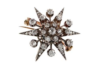 Lot 340 - A DIAMOND SET STAR BROOCH