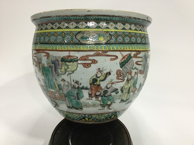Lot 710 - A MATCHED PAIR OF EARLY 20TH CENTURY CHINESE FAMILLE VERTE FISH BOWLS/PLANTERS