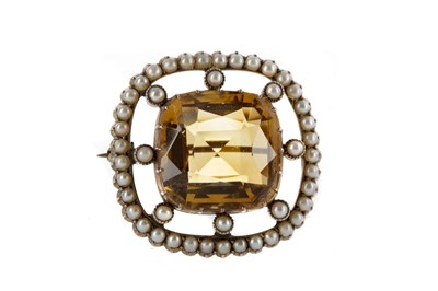 Lot 312 - A YELLOW GEM SET AND SEED PEARL BROOCH
