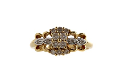Lot 324 - A DIAMOND DRESS RING