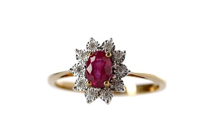 Lot 371 - A RED GEM SET AND DIAMOND CLUSTER RING