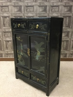 Lot 735 - AN EARLY 20TH CENTURY CHINESE PAINTED AND LACQUERED CABINET