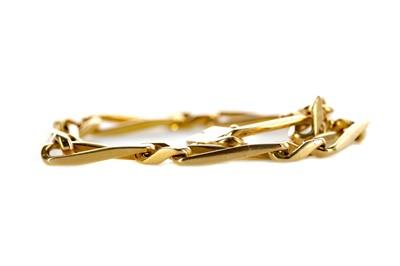 Lot 343 - A GOLD BRACELET