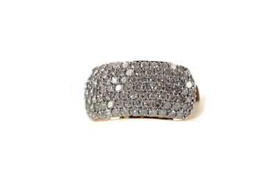 Lot 394 - A DIAMOND SET BAND