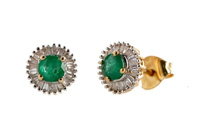 Lot 389 - A PAIR OF EMERALD AND DIAMOND STUD EARRINGS