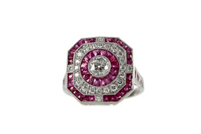 Lot 383 - A RUBY, SPINEL AND DIAMOND RING