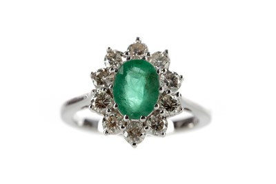 Lot 399 - AN EMERALD AND DIAMOND RING