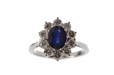 Lot 410 - A SAPPHIRE AND DIAMOND RING