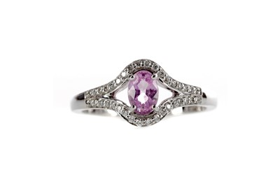 Lot 411 - A PINK SAPPHIRE AND DIAMOND RING
