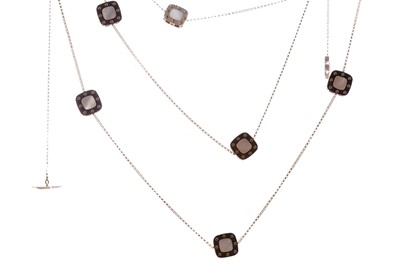 Lot 402 - A ROBERTO COIN 'POIS MOI' MOTHER OF PEARL NECKLACE