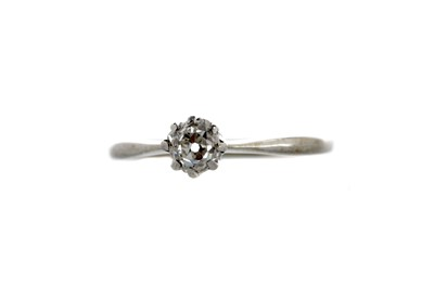 Lot 418 - AN OLD CUT DIAMOND SOLITAIRE RING