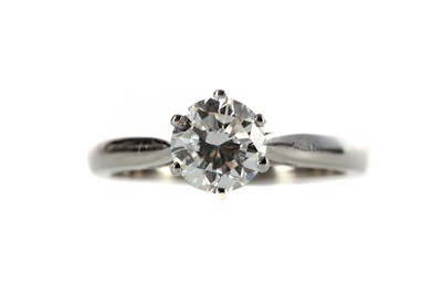 Lot 462 - A CERTIFICATED DIAMOND SOLITAIRE RING