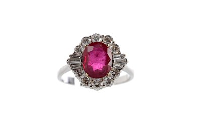 Lot 426 - A GLASS FILLED RUBY AND DIAMOND RING