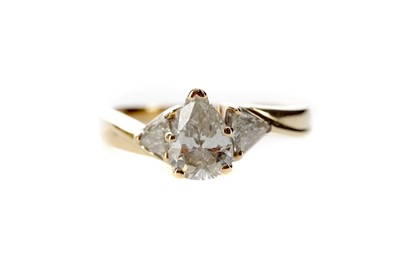 Lot 1320 - A DIAMOND THREE STONE RING