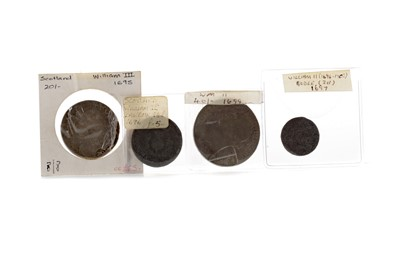 Lot 27 - A WILLIAM II OF ORANGE (1650-1702) FORTY SHILLING COIN AND A GROUP OF OTHERS
