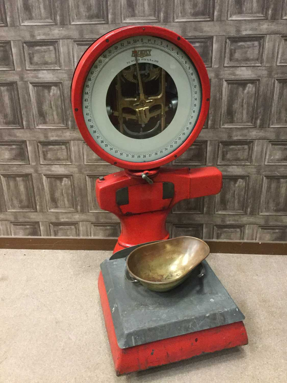 Lot 1399 - A SET OF 1930s AVERY WEIGHING SCALES