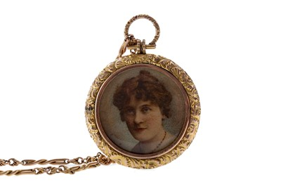 Lot 1337 - A GOLD CHAIN WITH GILT LOCKET