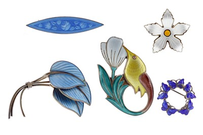 Lot 1339 - A GROUP OF ENAMELLED BROOCHES