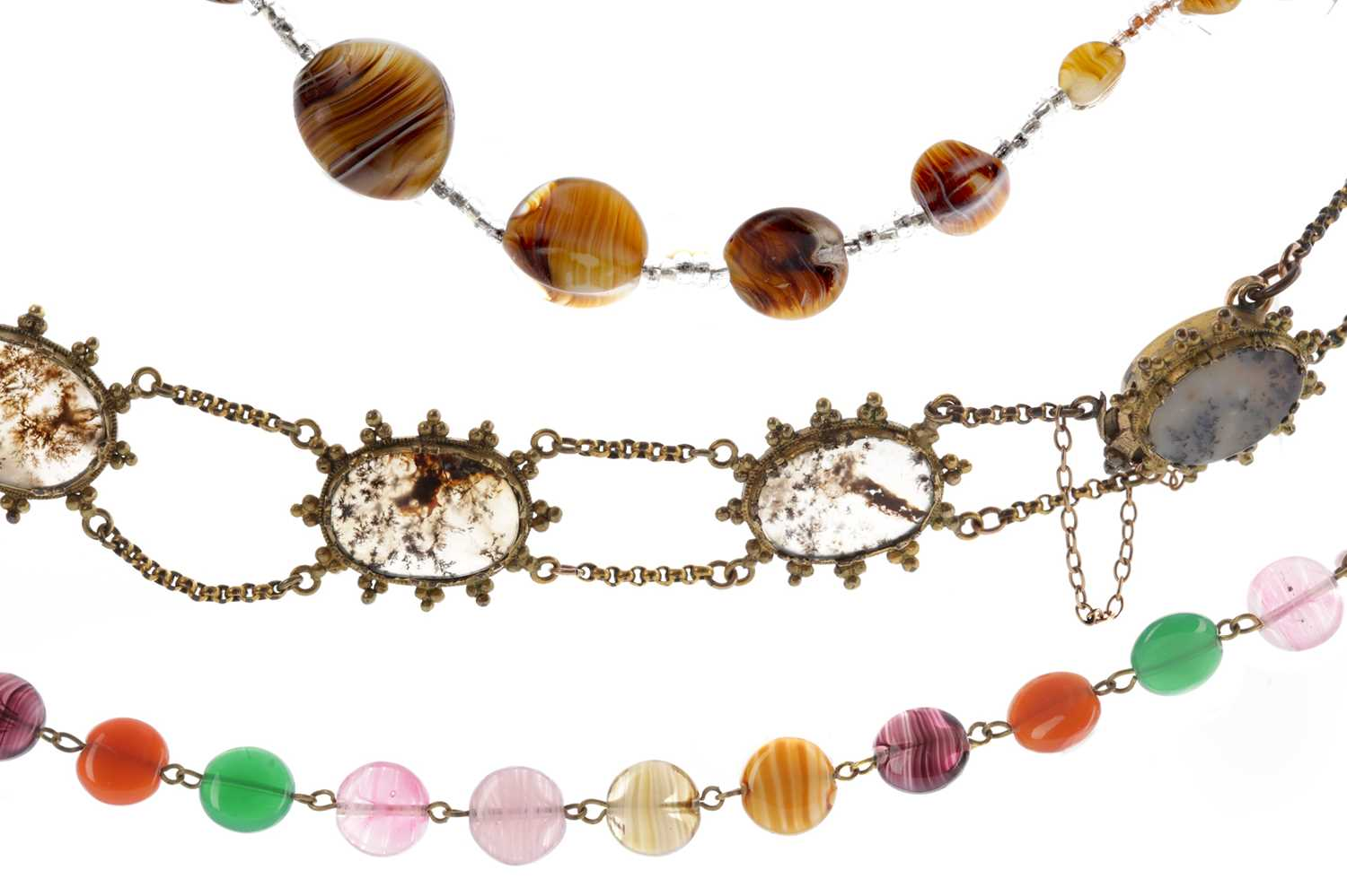 Lot 1341 - A GROUP OF AGATE JEWELLERY