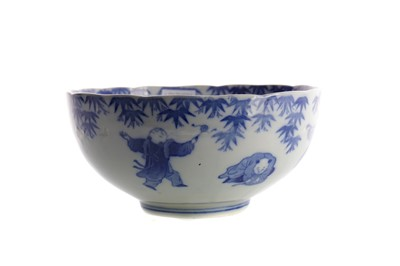 Lot 747 - A CHINESE BLUE AND WHITE CIRCULAR BOWL