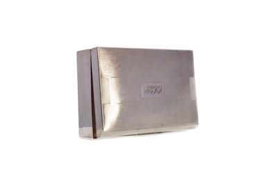 Lot 517 - A MID-20TH CENTURY SILVER CIGARETTE BOX