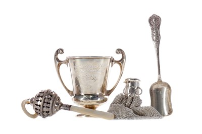 Lot 520 - AN EARLY 20TH CENTURY SILVER TROPHY CUP ALONG WITH A RATTLE, A SCOOP AND A PURSE