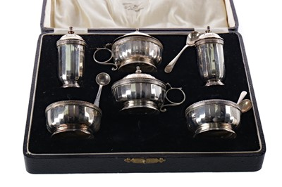 Lot 523 - A CASED PAIR OF EARLY 20TH CENTURY SILVER BONBON DISHES ALONG WITH A CASED CRUET