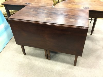 Lot 1658 - A MAHOGANY SECTIONAL DINING TABLE